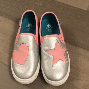 Girls Chooze Size 2 Slip On Sneakers